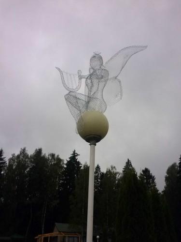 """Садовые фигуры """"Муза"""" на фонаре"""